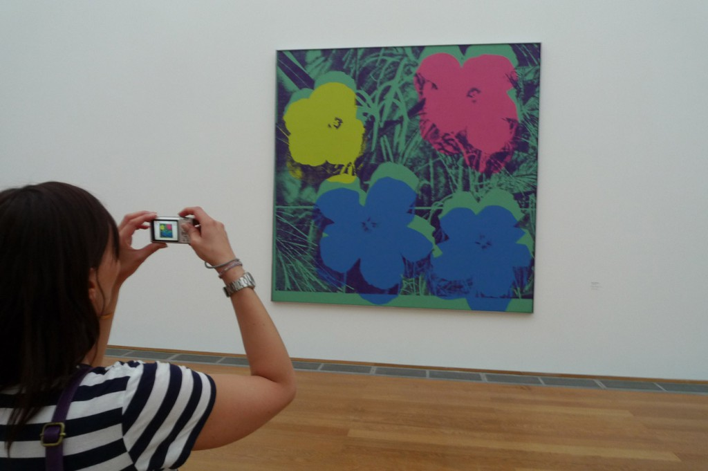 berlin_hamburger_bahnhof_warhol_flowers
